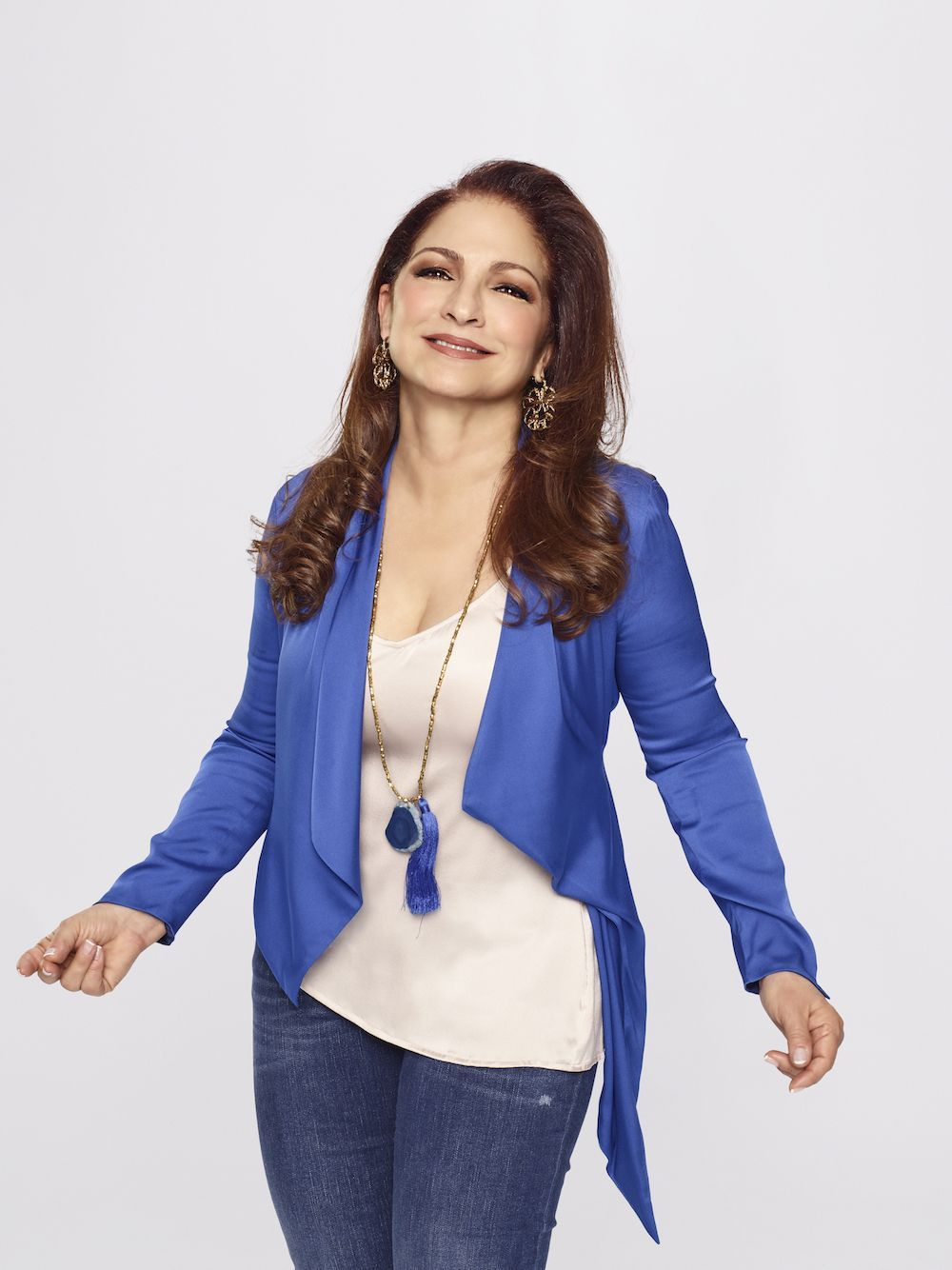 Gloria Estefan dice que su spin-off Red Table Talk traerá el sabor
